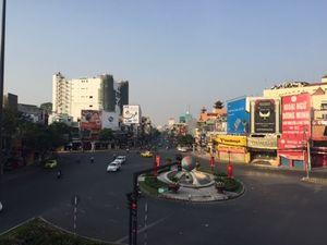 Đường phố Sài Gòn tĩnh lặng ngày đầu năm