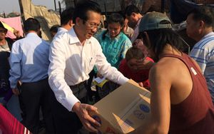 Hỗ trợ khẩn cấp các gia đình Việt kiều tại Campuchia gặp hỏa hoạn