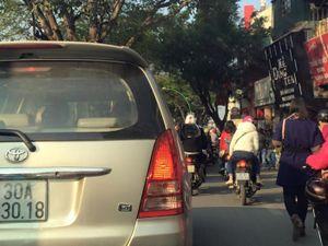 Hà Nội, nhiều tuyến đường ùn tắc giao thông ngay chiều mồng một Tết!