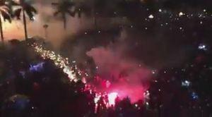Clip: Pháo hoa ở Quảng Ngãi bắn tung tóe về phía đám đông khiến nhiều người hoảng loạn