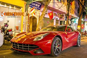 """""""Chạm mặt"""" siêu xe Ferrari F12 Berlinetta giá 21 tỷ tại Hà Nội"""