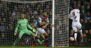 Benteke phung phí vô số cơ hội khiến Liverpool bị loại, Klopp vẫn bảo vệ