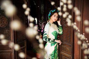 Ngọc Trinh duyên dáng trong bộ ảnh áo dài đón Xuân