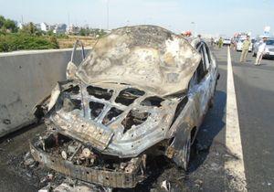 Tắc đường kéo dài 1 km vì xe cháy trên cao tốc