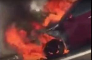 Xe hơi cháy dữ dội trên cao tốc Long Thành-Dầu Giây