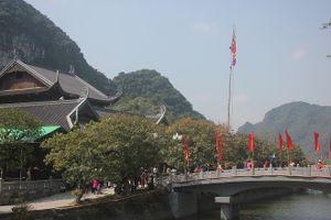 Hàng nghìn người hành hương về lễ hội chùa Bái Đính trước ngày khai hội