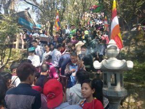 """Hà Tĩnh: Du khách đến chùa Hương Tích hết bị... """"chặt chém"""""""