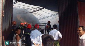Hàng trăm cảnh sát chữa cháy nhà dân xuyên trưa mùng 5 Tết