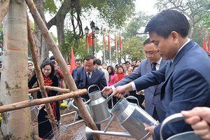 Lãnh đạo Thành phố Hà Nội tham dự Tết trồng cây tại quận Hoàn Kiếm