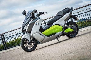 BMW hạ giá scooter điện
