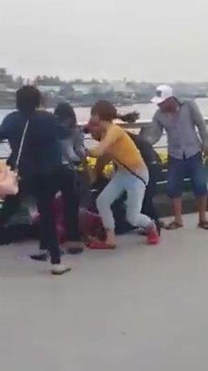 Công an chưa thể xác minh vụ đánh nhau trên cầu đi bộ bến Ninh Kiều