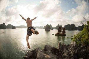 Bộ ảnh Việt Nam vô cùng 'tự do và phóng khoáng' của chàng trai Tây mê trượt ván