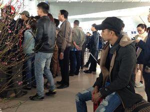 Hàng trăm hành khách đi TP.HCM bức xúc vì hoãn bay hơn 24 giờ