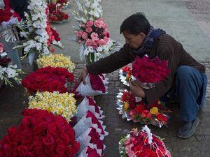 Không sợ bị chém khi mua hoa Valentine