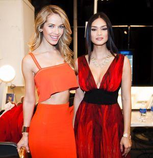 Tân HHHV cá tính bất ngờ tại tuần lễ thời trang New York