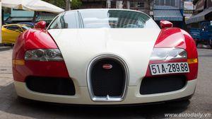 """""""Ông hoàng tốc độ"""" Bugatti Veyron bất ngờ tái xuất tại Sài Gòn"""