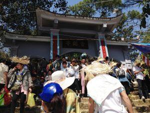 Hà Tĩnh: Nườm nượp người trẩy hội tại Hoan Châu đệ nhất danh lam