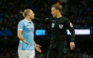 Sterling, Toure giúp Manchester City trắng tay ngay tại Etihad