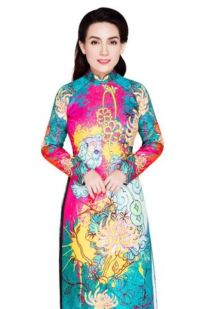 Phi Nhung duyên dáng áo dài đẹp tựa Hoàng hậu Nam Phương