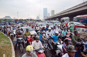 Ùn tắc kinh hoàng ở Hà Nội trước kỳ nghỉ lễ
