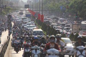 Người dân ùn ùn đi nghỉ lễ, đường Sài Gòn kẹt xe kinh hoàng