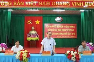 Chủ tịch Nguyễn Thiện Nhân tặng quà gia đình chính sách tại Trà Vinh