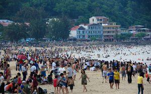 Bãi biển Đồ Sơn đông nghẹt ngày nghỉ lễ