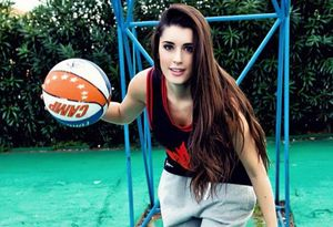 Ngắm vẻ đẹp thiên thần của nữ hoàng bóng rổ Italia