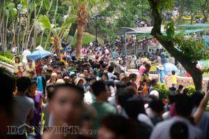 Các công viên vui chơi Hà Nội chật kín người, quá tải trong dịp nghỉ lễ