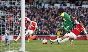 Welbeck ghi bàn duy nhất, Arsenal tạm chiếm Top 3
