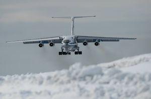 Mục kích lực lượng tinh nhuệ Nga đổ bộ xuống Bắc Cực