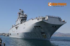 Bất ngờ sức mạnh tàu đổ bộ Pháp thăm Cam Ranh