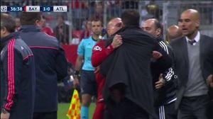 Bức xúc, HLV Simeone lao vào 'tẩn nhau' với Guardiola