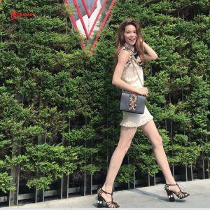 Hồ Ngọc Hà dạo phố với trang phục giá 150 triệu đồng