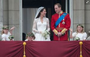 Cô bé bịt tai cáu kỉnh trong đám cưới của Công nương Kate giờ đã xinh xắn lém lỉnh thế này