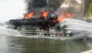 Công ty để xảy ra cháy tàu ở Quảng Ninh bị tạm dừng hoạt động