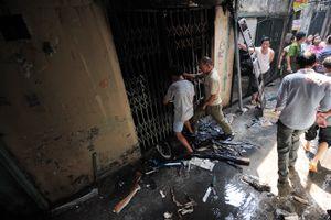 Hiện trường vụ cháy rụi ngôi nhà hai tầng giữa Thủ đô