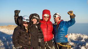 Cơ thể biến đổi ra sao khi leo lên đỉnh Everest