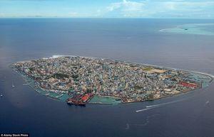 Đừng mơ tưởng tới những thiên đường du lịch khi mục sở thị những hòn đảo 'quá tải' dân số này