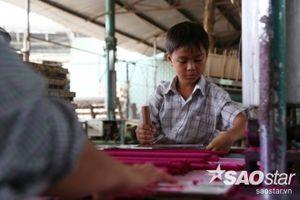 Chuyện đời của cậu bé 11 tuổi làm nhang ở Bình Dương