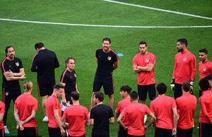 Xem thầy trò Simeone 'bày binh bố trận' đấu Real