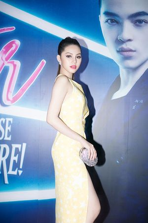 Hoa hậu Joile Nguyễn gợi cảm bên Trương Thị May kín đáo