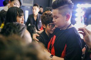 MC Thảo My duyên dáng động viên em ruột trên sân khấu Vietnam Idol Kids