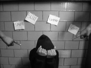 Vì sợ bị đổ lỗi, những nạn nhân bị hiếp dâm chỉ dám sống trong im lặng