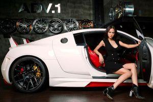 """Người đẹp Vũ Ngọc Anh """"nóng"""" cùng siêu xế độ Audi R8"""