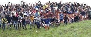 Kỳ dị cuộc thi lăn người quái đản ở Anh
