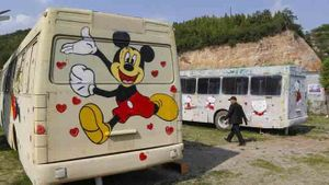 Chế xe bus bãi rác thành phòng ngủ tiện nghi