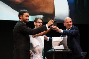 Đây chính là đối thủ mới của smartphone Vertu, với sản phẩm đầu tiên đã có giá hơn 350 triệu đồng