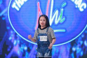 """Cô bé 11 tuổi xinh như búp bê khiến Văn Mai Hương """"xin lạy"""""""