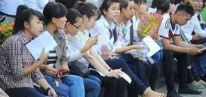 Phương Trinh khoe đọc sách trên tầm người Việt?